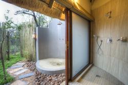 Tambuti Lodge shower